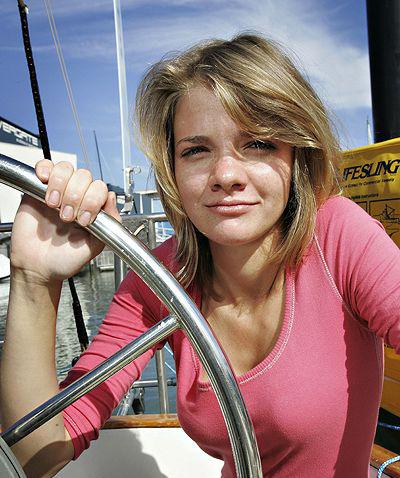 В течении следующих двух дней, 16-летняя Джессика Ватсон, австралийская мор