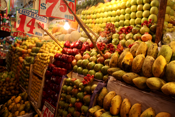 Mercado mexicano fruits
