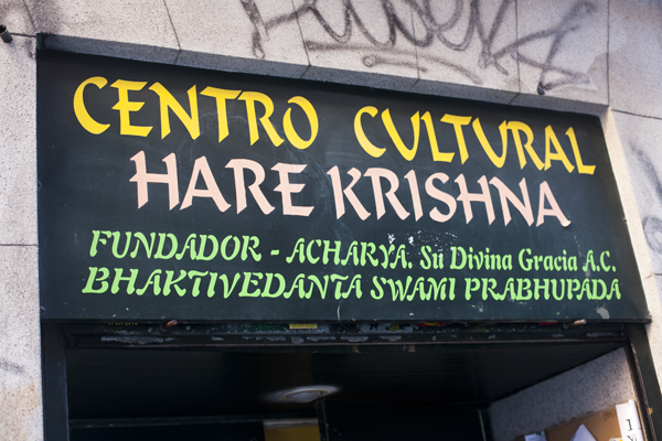 20101214 9999 60 Madrid: veggie lunching with the Hare Krishna