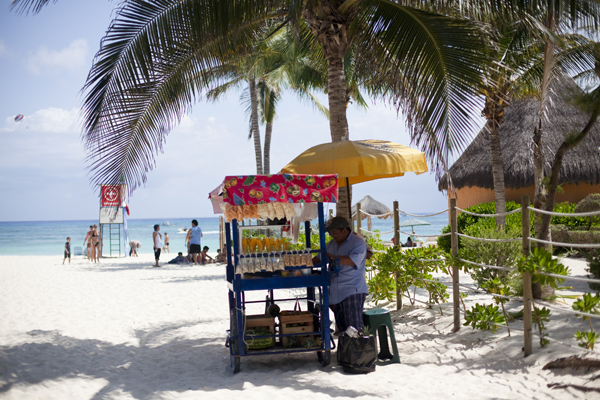 20110302 9999 51 Playa del Carmen   holidaying by the book