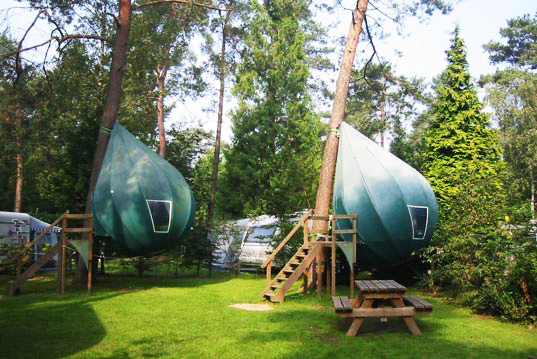 Depending on your front lawn this might also work as a fantastic alternative to a tree house & Travelettes » » Tree Camping