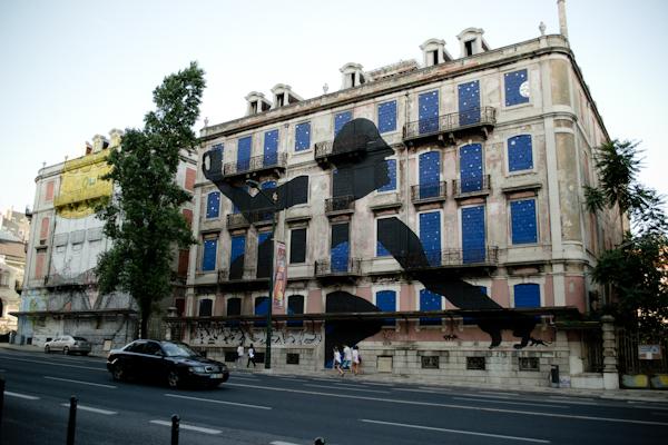 titanic 1429 Cutting edge street art in Lisbon