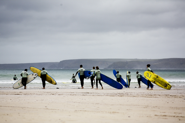 trav Surfer Group Newquay Surfing in England   Lessons from a Pro