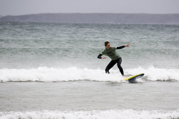 trav Surfing girl Surfing in England   Lessons from a Pro