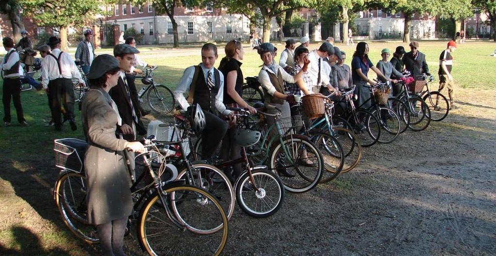 tweed @ harvard bridge 1024x528 Tweed Ride: The worlds most stylish bike ride