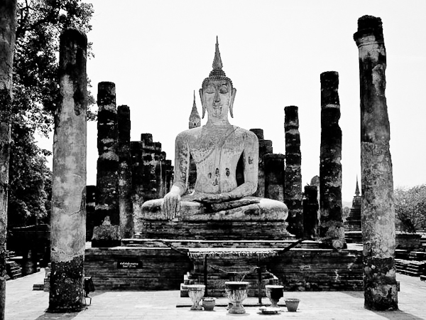 sukhothai bw1 Top Ten Places Where I Want Ryan Gosling to propose to me