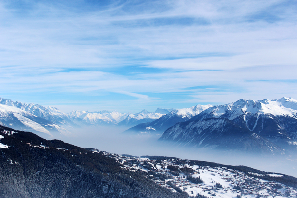 trav anzere clouds between mountains Above the clouds   Mountain Panoramas of Switzerland