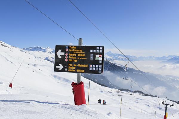 trav sign1 Winter Holidays in Anzère, Switzerland
