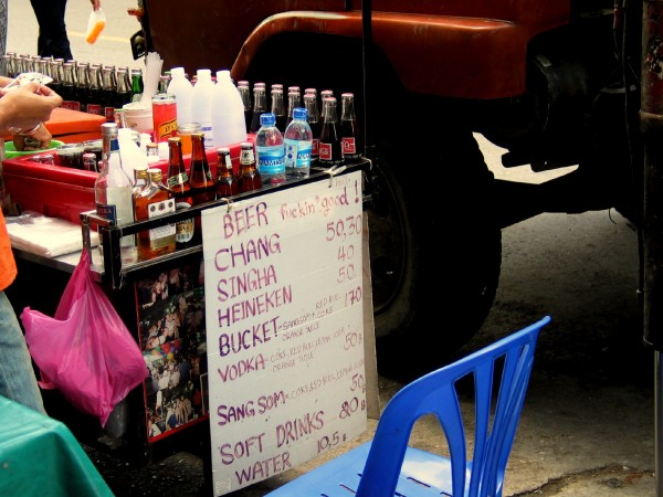 Ksrsnackcart 600x450 The Travelettes Guide to Surviving Khao San Road