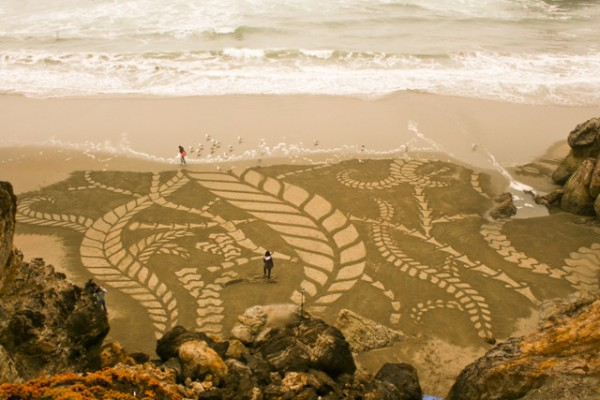 andres 2 600x400 The sand art of Andres Amador