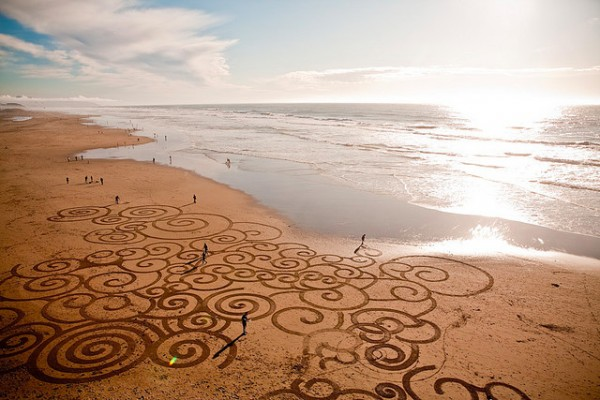 andres 7 600x400 The sand art of Andres Amador