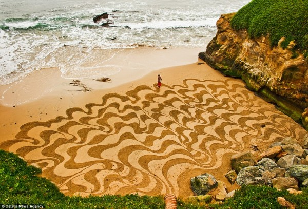 article 0 12213413000005DC 222 964x655 600x407 The sand art of Andres Amador