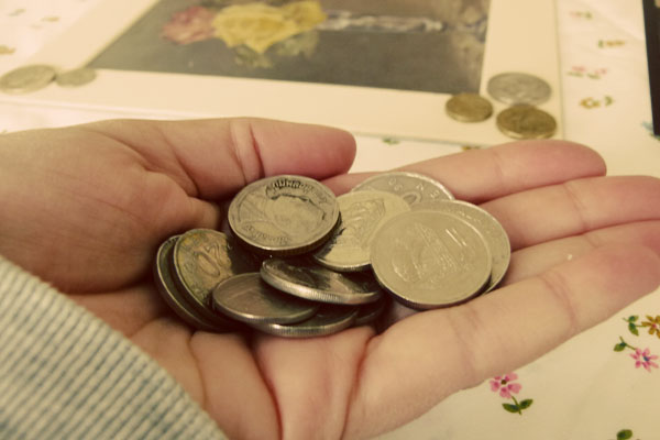 Leftover coins DIY Sunday: Foreign coin photo frame