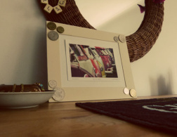 DIY Sunday: Foreign coin photo frame