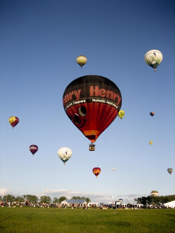 trav balloon02 Europes largest Hot Air Balloon Festival