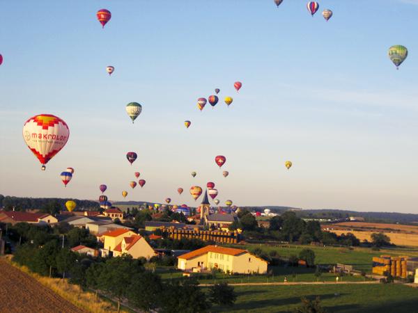 trav balloon08 Europes largest Hot Air Balloon Festival