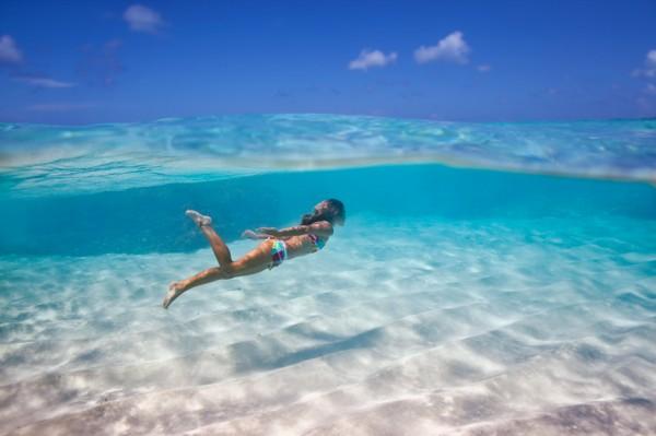 Underwater elena kalis 600x399 Underwater worlds by Elena Kalis