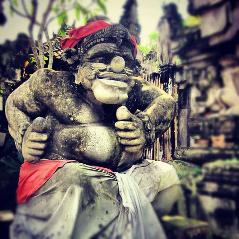 bali statue Sophie's Five Countries through Instagram