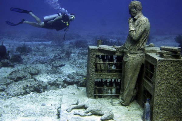lostdreams 600x400 Ariel's Revenge   Cancuns Underwater Movie Set
