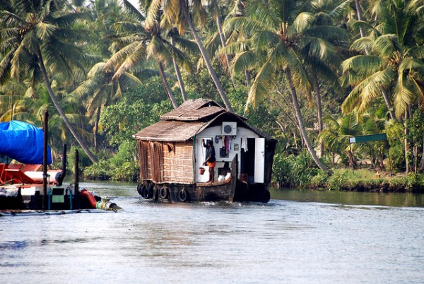 6662791111 ce67410dfd z 600x402 A house on the water   through the backwaters of Kerala, India