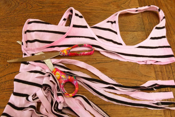 Cutting up T Shirt DIY Sunday: Turn an old T shirt into a new necklace