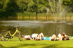 Girls in Vondelpark 300x200 Girls in Vondelpark