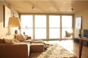 Screen shot 2012 07 30 at 17.41.27 300x198 Living Room