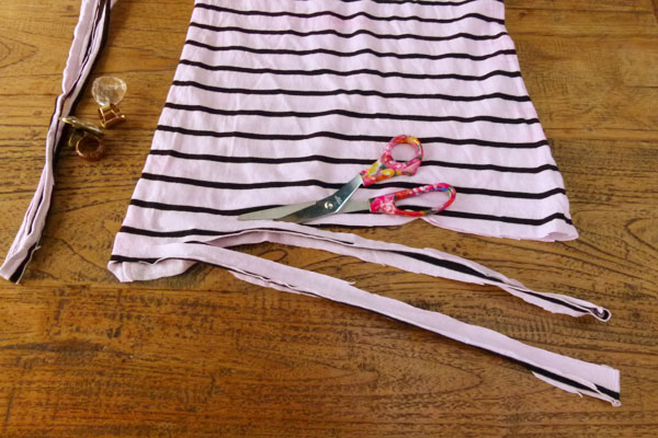 Start cutting DIY Sunday: Turn an old T shirt into a new necklace