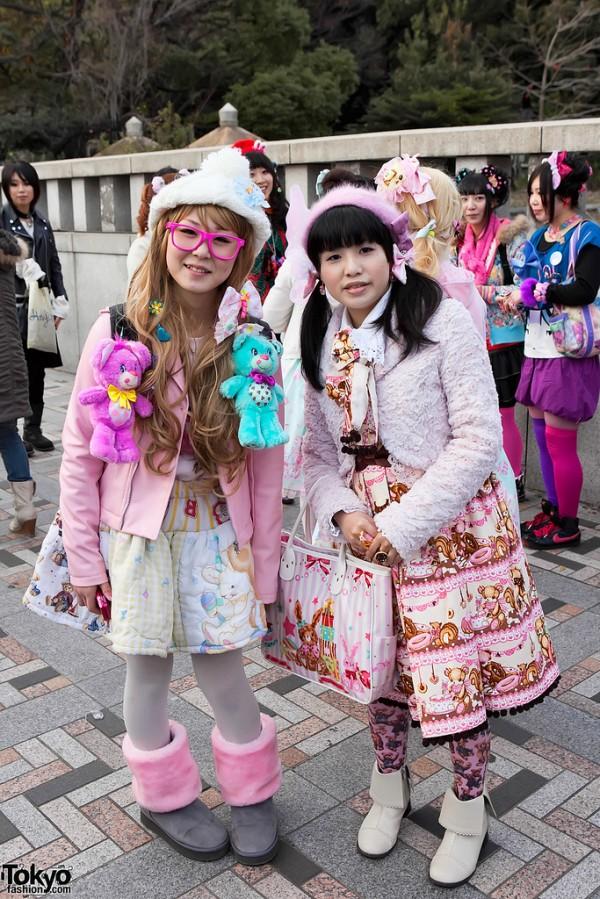 decora harajuku girls 600x899 A guide to Harajuku fashion