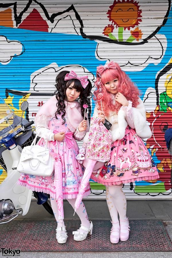 lolita girls harajuku 600x899 A guide to Harajuku fashion