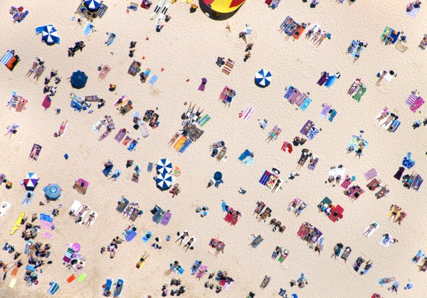 bondi beach horizontal 600x419 Beach Life   Aerial Photography by Gray Malin