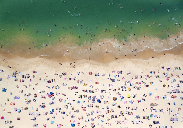 coogeebeach 600x419 Beach Life   Aerial Photography by Gray Malin