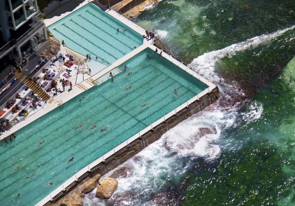 icebergs pool bondi beach 600x419 Beach Life   Aerial Photography by Gray Malin