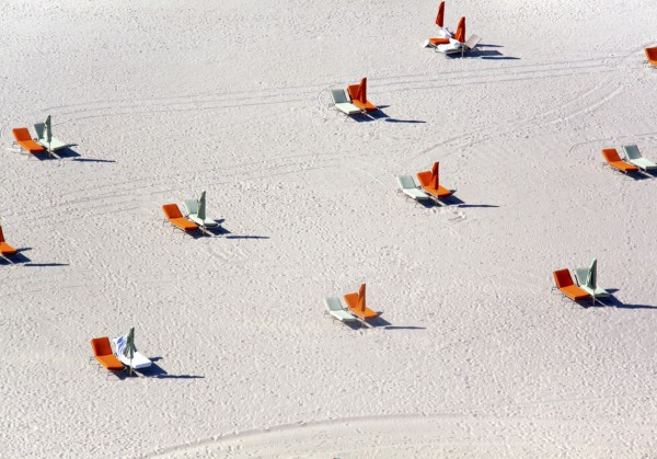 miami beach orange chairs 600x419 Beach Life   Aerial Photography by Gray Malin