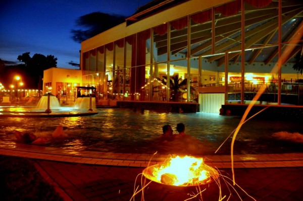 vollmondschwimmen therme 600x399 5 great Spa and Wellness retreats in or around Berlin