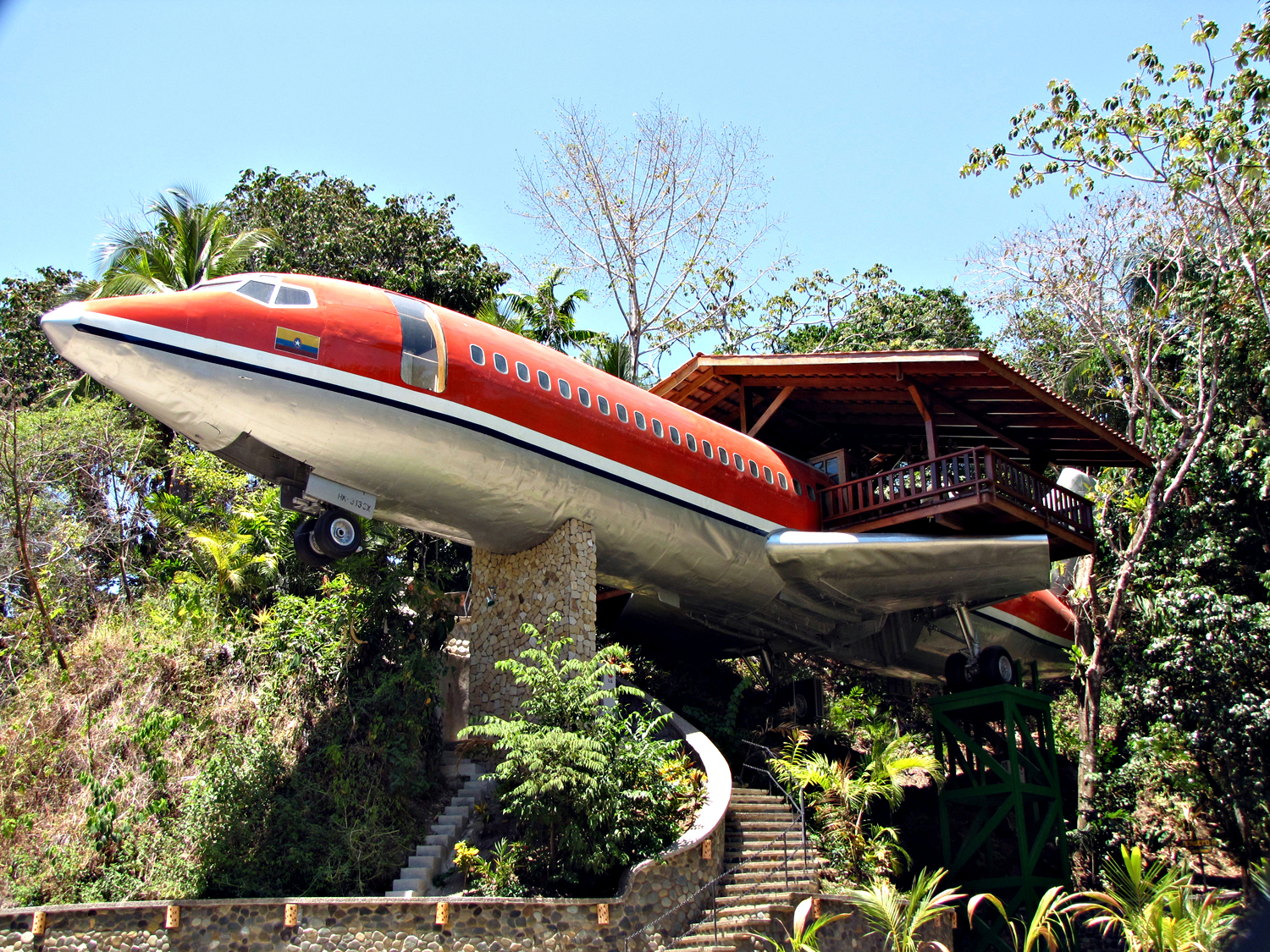 Travelettes 727 fuselage home costa rica bizarre hotel for 10 unique hotels around the world