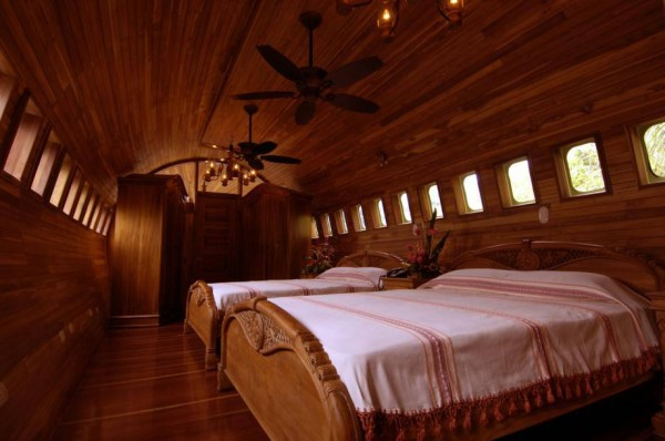 airplane hotel costa rica 1 600x398 The Top 10 Most Unusual Hostels