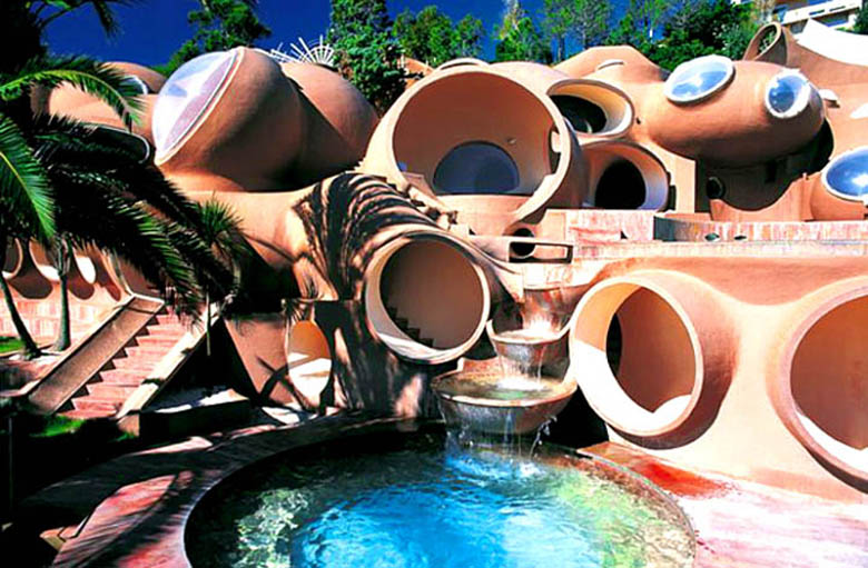 palais bulles palace of bubbles pierre cardin house antti lovag cannes 1 The Top 10 Most Unusual Hostels
