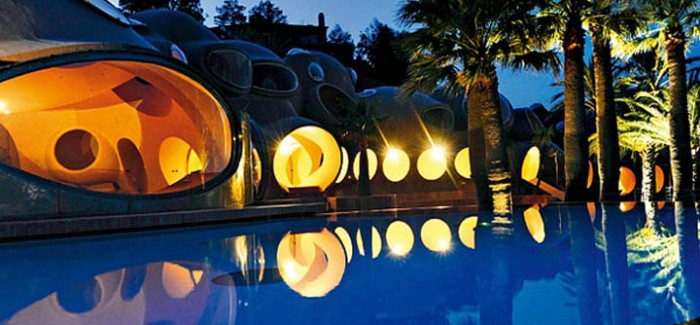 palais bulles palace of bubbles pierre cardin house antti lovag cannes 25 700x325 The Top 10 Most Unusual Hostels
