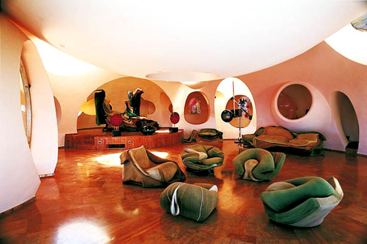 palais bulles palace of bubbles pierre cardin house antti lovag cannes 4 The Top 10 Most Unusual Hostels