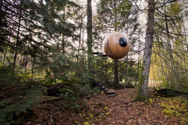 eryn wide exterior 600x400 Sleeping in trees   Free Spirit Spheres