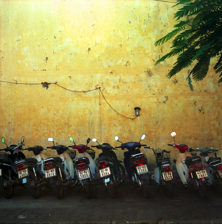 Vietnam_hoian_scooters-r501