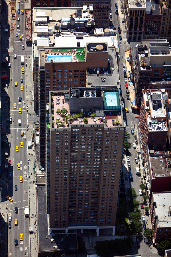 MacLean04 Up on the Roof: New Yorks Skyline Spaces