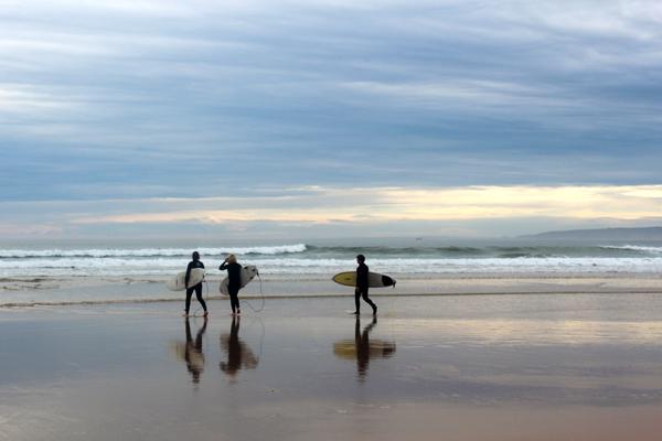 baleal surfers