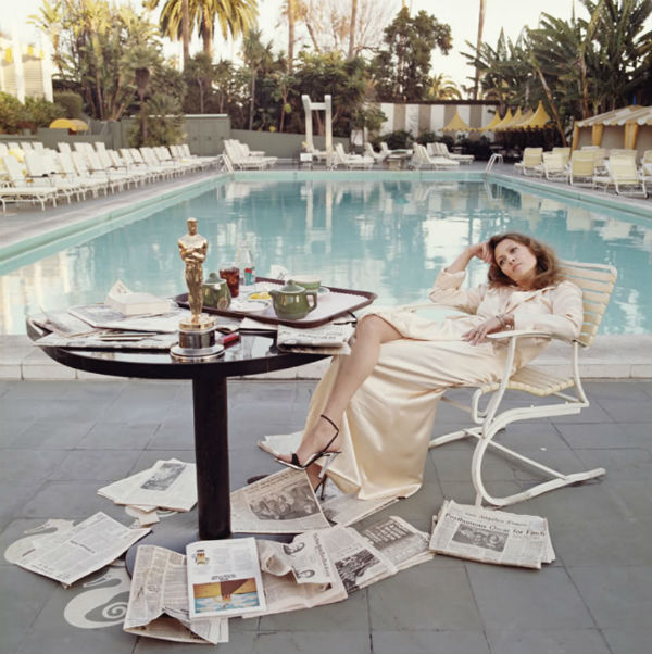 Faye Dunaway_by Terry ONeill_Bevery Hills Hotel
