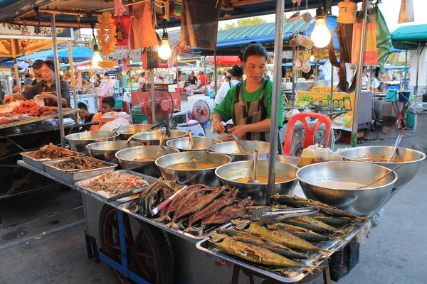 thongsala1 Foodie heaven   the Thong Sala night market