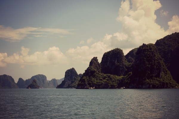 halong bay day 600x400 A Travelettes Guide to Cruising Ha Long Bay