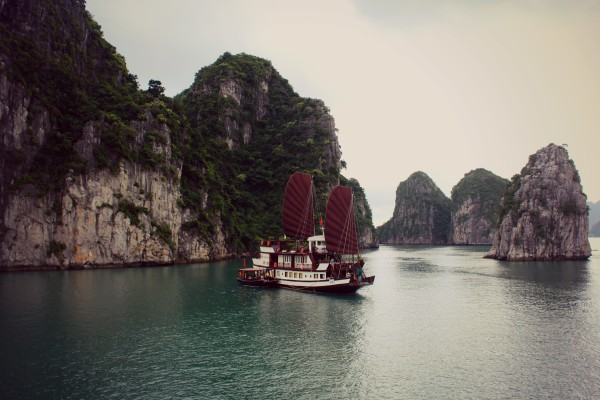 junk with sails 600x400 A Travelettes Guide to Cruising Ha Long Bay