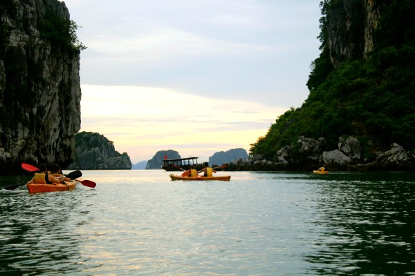 kayaking 600x400 A Travelettes Guide to Cruising Ha Long Bay