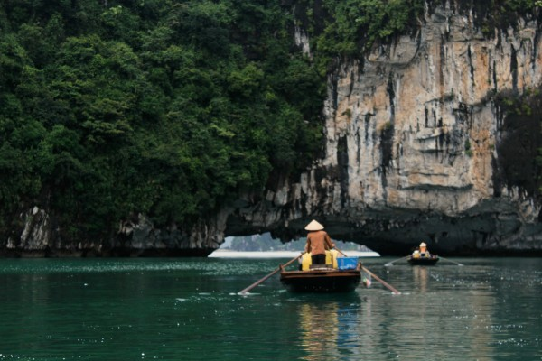 rower 600x400 A Travelettes Guide to Cruising Ha Long Bay
